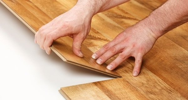 Como limpar piso laminado curso aplica o porcelanato for Piso x filmaffinity