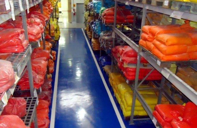 tinta-epoxi-para-pisos-concreto-azulejo-e-garagens-D_NQ_NP_12277-MLB20056348865_032014-F