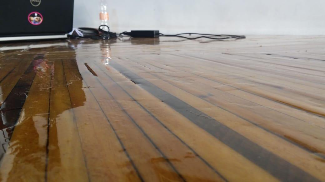 Mesa de Madeira com Resina Cristal